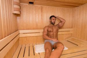 筋トレ後のサウナが筋肥大に効果的な理由 サウナ  マッチョ男性
